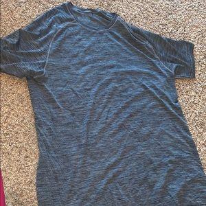 Lululemon workout shirt sleeve top